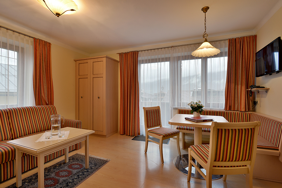 tl_files/Bilder/Bilder-Appartement/Appartement-15-Dorfzentrum-Wohnzimmer.jpg